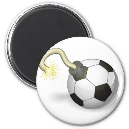 Concepto de la bomba del balón de fútbol imán para frigorifico
