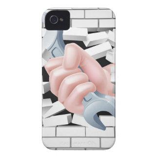 Concepto de la llave inglesa de la mano funda para iPhone 4