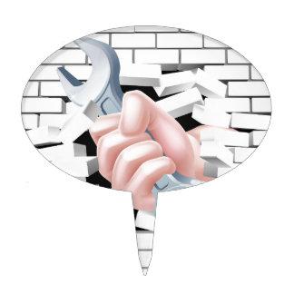 Concepto de la llave inglesa de la mano palillos de tarta