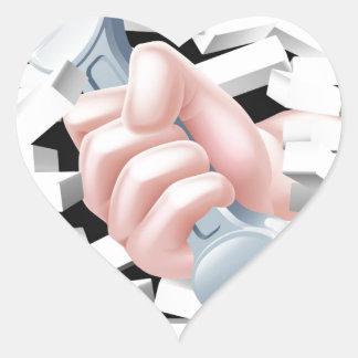 Concepto de la llave inglesa de la mano pegatina en forma de corazón