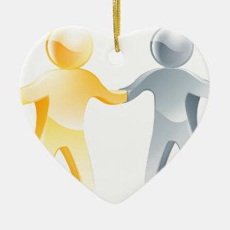 Concepto del acuerdo adorno de cerámica en forma de corazón