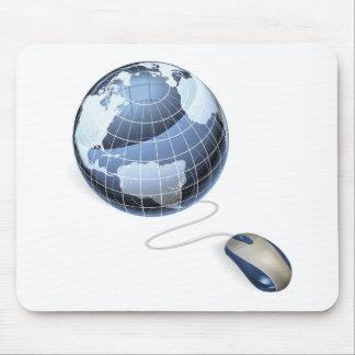 Concepto del Internet del ratón y del globo Tapetes De Ratón