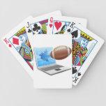 Concepto del ordenador portátil del fútbol baraja cartas de poker