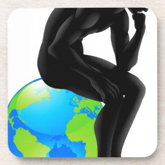 Concepto del pensador del globo posavaso