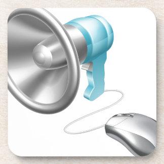 Concepto del ratón del megáfono posavasos de bebidas