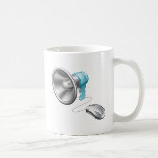 Concepto del ratón del megáfono taza básica blanca