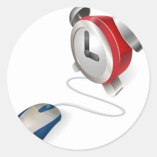Concepto del ratón y del despertador pegatina redonda