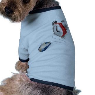Concepto del ratón y del despertador ropa perro