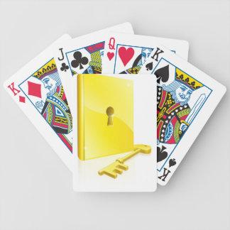 Concepto dominante del libro bloqueado del oro baraja cartas de poker