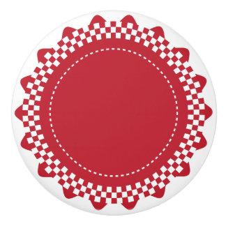 Concha de peregrino a cuadros rojo oscuro y blanca pomo de cerámica