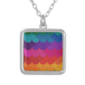 Conchas de peregrino del arco iris colgante cuadrado