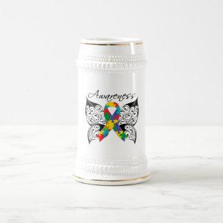 Conciencia de la mariposa del tatuaje - autismo jarra de cerveza