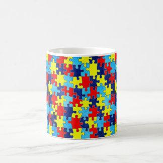 Conciencia del autismo taza básica blanca