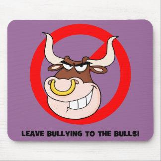 Conciencia que tiraniza: Deje tiranizar a los toro Alfombrillas De Ratones