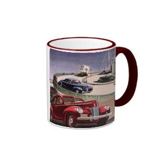 Conducción de automóviles clásica del sedán del vi taza de café