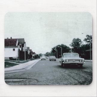 Conducción de automóviles del vintage en el camino alfombrillas de raton