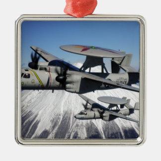Conducta de dos E-2C Hawkeyes un flyby Adorno De Reyes