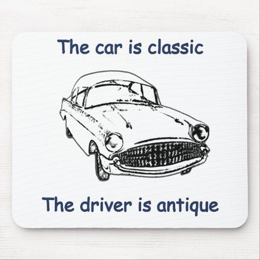 Conductor clásico de la antigüedad del coche tapete de ratón