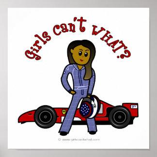 Conductor de coche de carreras oscuro de la mujer póster