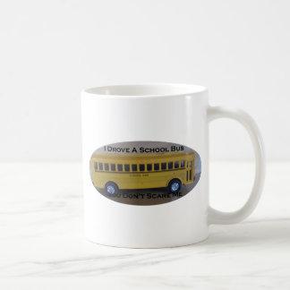 Conductor del autobús jubilado usted no me asusta taza clásica