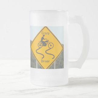 Conductor loco - taza del vidrio esmerilado