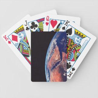 Conecte a tierra de un satélite 3 barajas de cartas