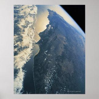 Conecte a tierra del espacio 11 poster
