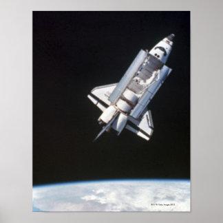 Conecte a tierra del espacio 9 poster