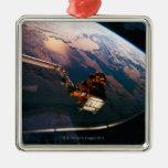 Conecte a tierra del transbordador espacial 3 adorno de reyes
