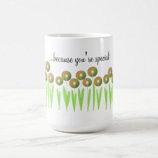 Conecte a tierra las flores del tono - porque taza clásica