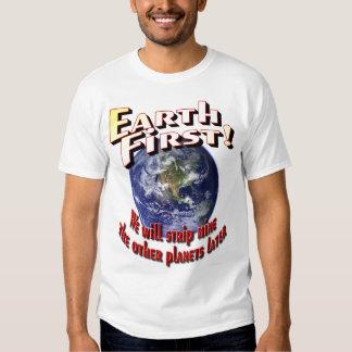 ¡Conecte a tierra primero! Camisas