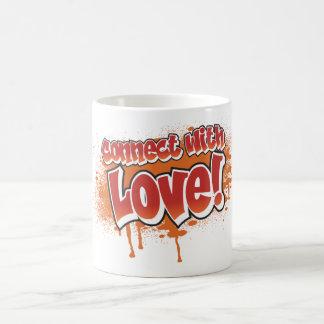 conecte con la pintada del naranja del amor taza