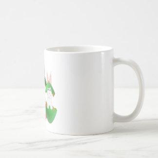 Conejito blanco en ornamentos del navidad tazas de café