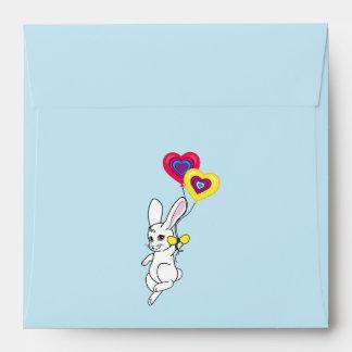 Conejito con el globo del corazón sobres