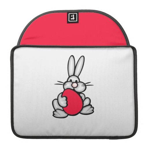 Conejito con el huevo del rojo del escarlata funda para macbook pro