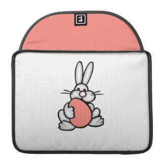 Conejito con el huevo rosado coralino fundas macbook pro