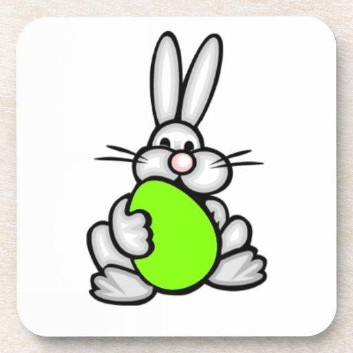 Conejito con el huevo verde chartreuse, de neón posavasos de bebidas