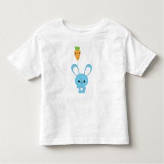 Conejito de Kawaii y camiseta de la zanahoria Playera