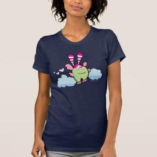 Conejito de la baya debajo de la cama 3 camiseta