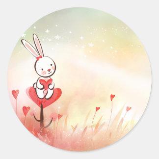Conejito de los corazones del amor pegatina redonda