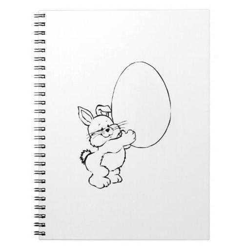 Conejito de pascua con el huevo cuaderno