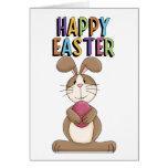 Conejito de pascua con el huevo rosado tarjeta de felicitación