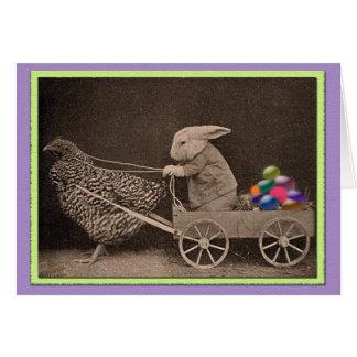 Conejito de pascua del vintage con el pollo tarjeta de felicitación