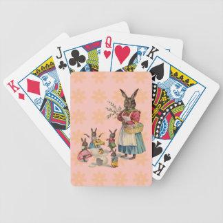 Conejito de pascua del vintage con las flores de l cartas de juego