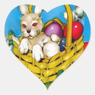 Conejito de pascua en una cesta calcomania de corazon personalizadas