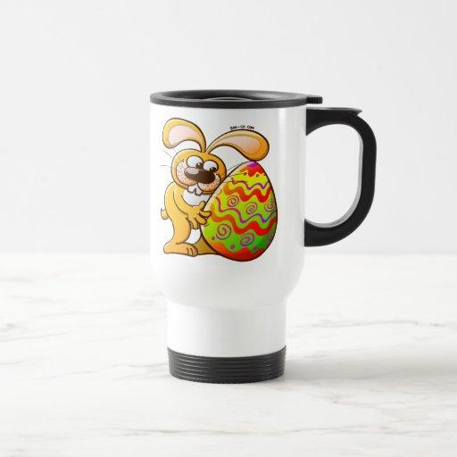 Conejito de pascua que cae en amor taza de café
