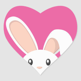 Conejito de pascua que mira furtivamente pegatina en forma de corazón