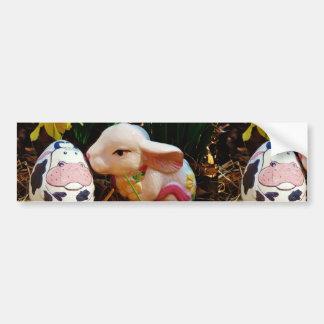 Conejito de pascua y huevo de la vaca pegatina de parachoque