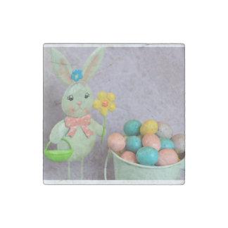 Conejito de pascua y huevos de caramelo imán de piedra