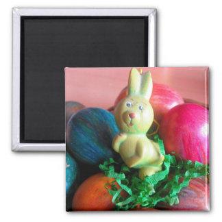 Conejito de pascua y huevos de Pascua coloridos Imán Cuadrado